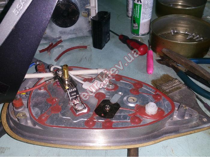 ремонт утюга Electrolux EDB8040